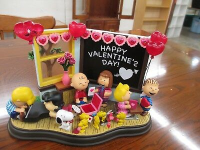 """The Danbury Mint Peanuts Snoopy & Friends """"Be My Valentine""""  Lighted no box"""