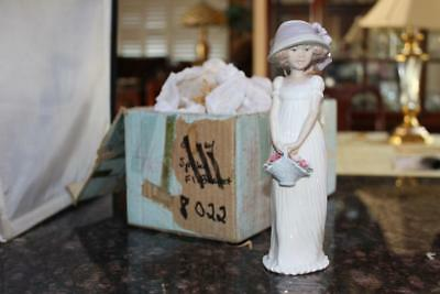 Lladro 8022 Little Lady Porcelain Figurine Retired 2004 Events Creation with Box