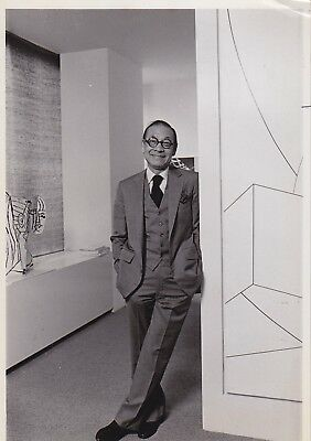 I.M. PEI: MODERNIST ARCHITECT * VINTAGE New York City 1980s Classic press photo