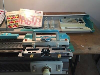 Singer knitting machine card-matic 313 + Ribber Front bed +punch cards vgc