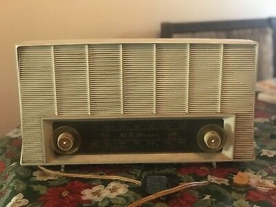 Two Vintage RCA VICTOR clock radio. Original cords need to be replaced