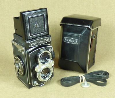 YASHICA-MAT TLR CAMERA with CASE, Japan 1957 - Very Good Condition