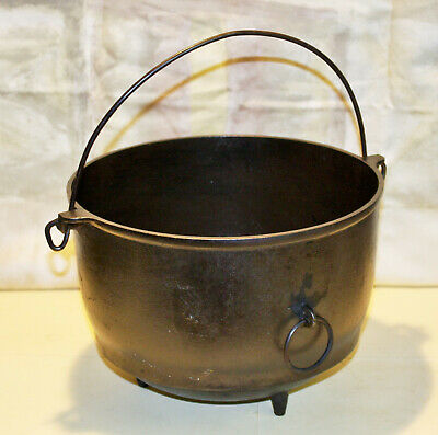 Vintage Griswold Erie 5qt. cast Iron Footed Kettle
