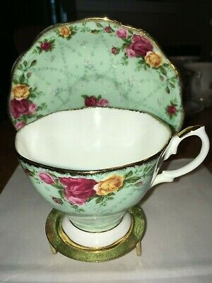 Royal Albert Tea Cup & Saucer / Peppermint Damask Old Country Roses Pale Green