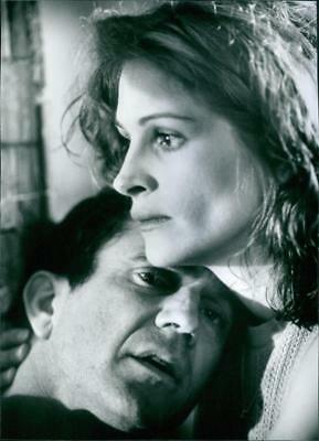 Mel Gibson as Jerry Fletcher and Julia Roberts as Alice Sutton in a scene from t