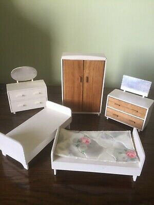 Bedroom  Furniture For Dolls House - 5 Pieces