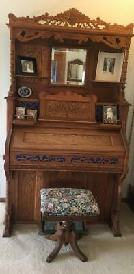 1890 Victorian Parlor/Reed/Pump Organ Lakeside Chicago Co. 61 Keys w/Stool Works