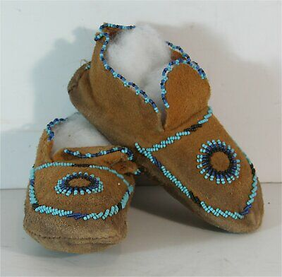 ca1930s PAIR OF NATIVE AMERICAN PLAINS / CHEYENNE INDIAN BEADED HIDE MOCCASINS