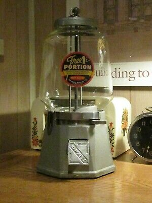 Hawkeye Cast Iron Gumball Machine W/bell Ringer Mech. - Nice Example