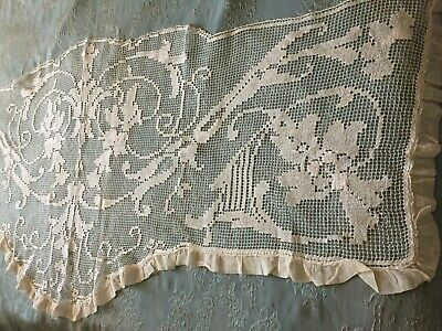 Beautiful Vintage Handmade Filet Lace Table Runner