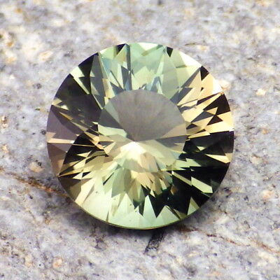 Paon Bleu Vert Dichroïque Oregon Sunstone 3,25 Carat Flawless-From Our Pana Mine
