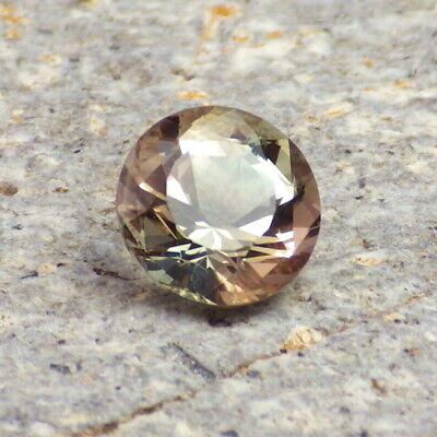 Vert Écume Dichroïque Oregon Sunstone 1,95 CT Flawless-From Pana Mine-For Jewelr