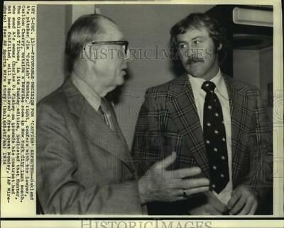 "1974 Press Photo Oakland A's baseball player Jim ""Catfish"" Hunter and attorney"