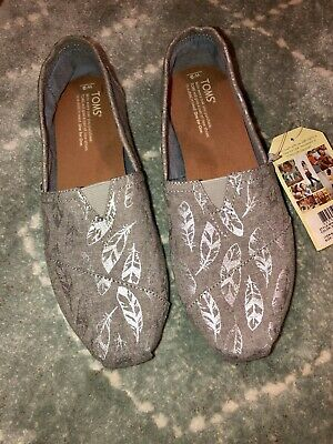 912acdf1ef3 TOMS WOMENS CLASSIC Grey Chambray Embroidered Bugs Size 10 -  65.00 ...