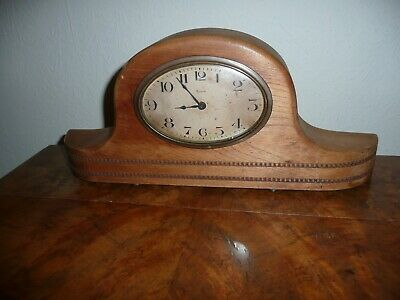 Vintage French 8 Day Mantle Clock in Good Condition and Working Order.