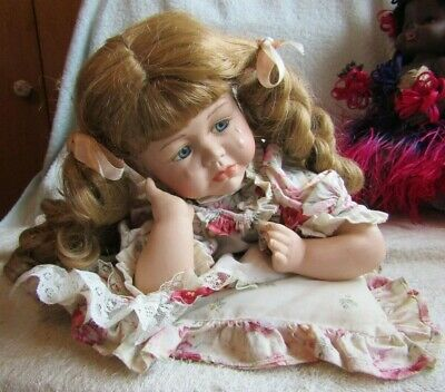 PORCELAIN   DOLL CRYING HONEY BLONDEHAIR 14 inch (35.5) dressed