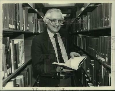 1985 Press Photo Peter Pauls, Director, State Library, New York State Museum