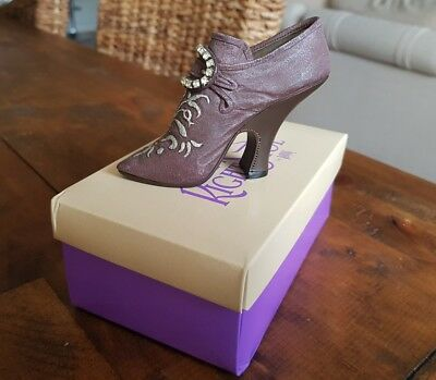 Just The Right Shoe by Raine - No 12