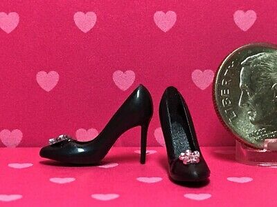 Dollhouse Miniature 1:12 Pair of Ladies Bow Shoes in White Metal by Warwick M...