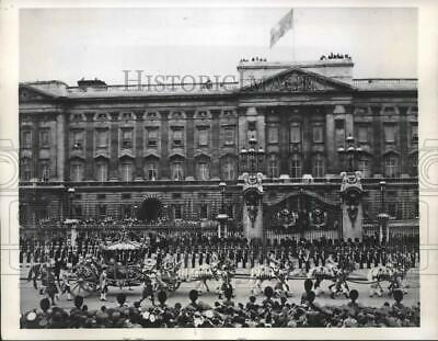 1953 Press Photo Procession from Buckingham Palace to Westminster Abbey, London