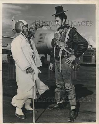 1954 Press Photo US Air Force pilot switches hats with Korean visitor on base