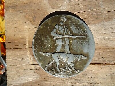 Belt Buckle Hunter with Pointer Dog VTG Gift approx. 2.75 x 2.75 in (1B)