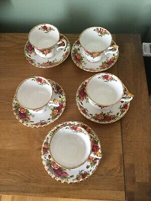 Royal Albert Old Country Roses cups and saucers (5 )