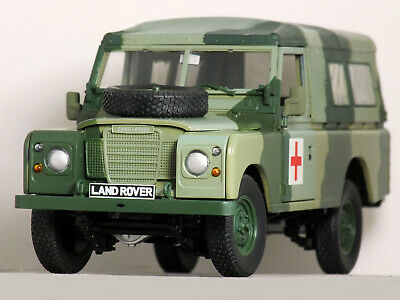 """1:18 UH LAND ROVER 109 Series 3 SOFT TOP"""" Military CAMOUFLAGE ARMY Red Crescents"""