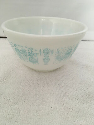 Vintage Pyrex Mixing  Nesting Bowl 1 1/2 Pt  Amish Butterprint  # 401