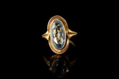 Old Light Grey Blue Topaz 585 14K Yellow Gold Ring  A65802