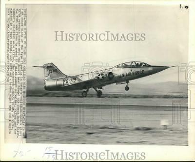 1966 PRESS PHOTO USAF XB-70 experimental plane on display at