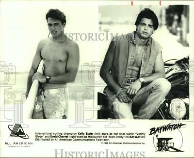 "1992 Press Photo Kelly Slater and David Charvet star on ""Baywatch"". - hcp02781"