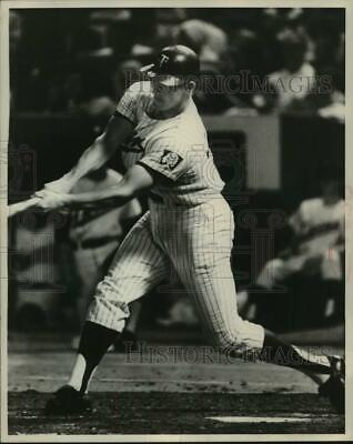 1968 Press Photo Minnesota Twins Jim Kaat Hits A Double In Second Inning