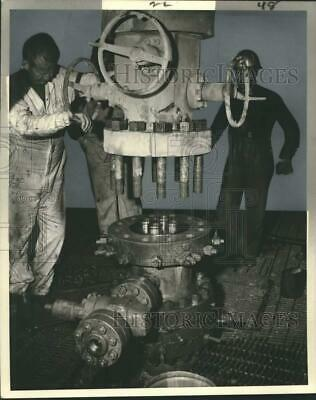 1968 Press Photo Workers at the world's first four-string tubing oil well