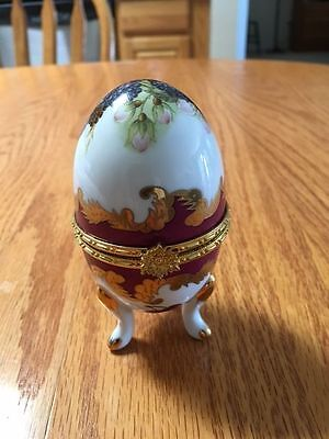 Egg Shaped Glass Egg Hinged Trinket Jewelry Gift Box w/gold trim Vintage