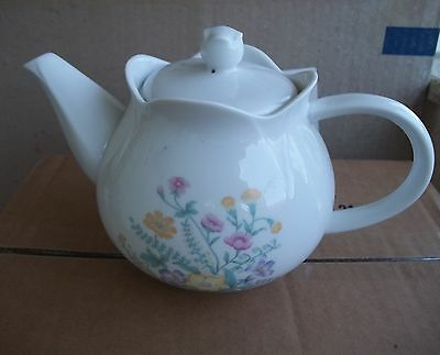 Vintage TEAPOT White Flower Spray Scalloped Petal Top Locking Lid Steam Hole