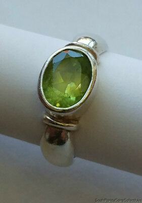Estate Jewelry Beautiful Ladies Peridot Ring .925 Sterling Silver Size 7.25