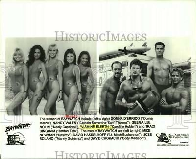 1997 Press Photo Women and Men of the television show Baywatch. - hcp18552