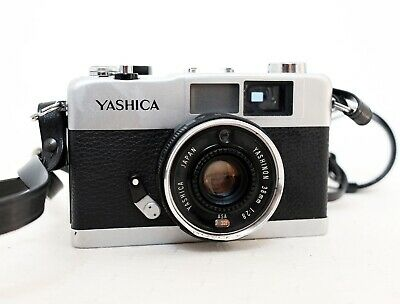 Vintage YASHICA 35ME 35mm film Viewfinder camera with strap lomo retro