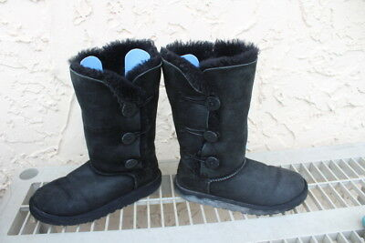 9a5d9f99c02 UGG AUSTRALIA 1962 Bailey Triple Button Gray Winter Boots Girls Size ...