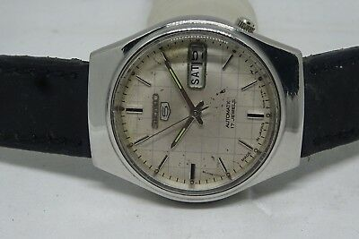 *vintage Seiko 5 Day&date Automatic White Color Dial Golden Figure Working Watch