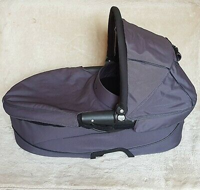 Black Grey Quinny Buzz/Xtra Dreami Carrycot with Lining, Mattress, Apron & Hood