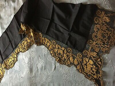 Beautiful Vintage Table Runner With Handmade Filet Lace