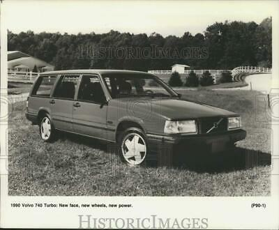 1989 PRESS PHOTO 1990 Volvo 740 Turbo Station Wagon - tua54555
