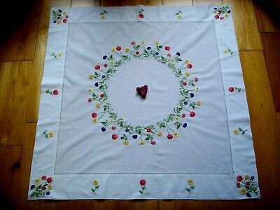 Beautiful Vintage Hand Embroidered Tablecloth~ Garland Of Cottage Garden Flowers