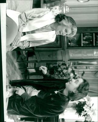 Charlotte Coleman as Freddie  r  with Anne Bancroft as Maxine in 'Freddie and Ma