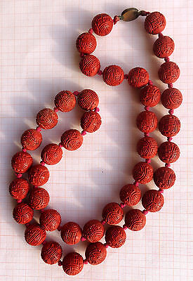 CINA (China): Fine and old Chinese red cinnabar lacquer carved 40 beads necklace