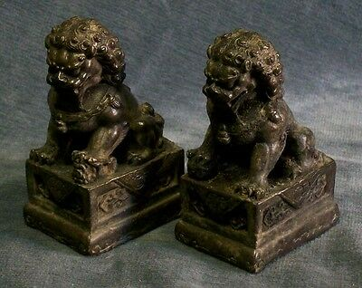 CINA (China): Pair of old Chinese bronze Foo dogs