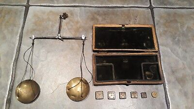 Georgian gold scales & weights, by Thomas Williams 71 cannon st London 1700's