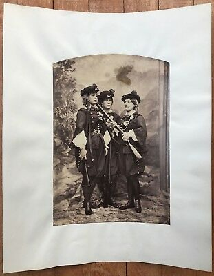 GRENADIER GUARDS: 3 ARMED WOMEN GUARDS * V RARE VINTAGE 1860s Albumen Photograph